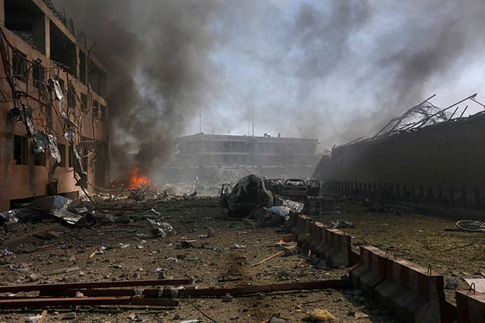 Daño causado por el atentado en Kabul. FOTO: Reuters