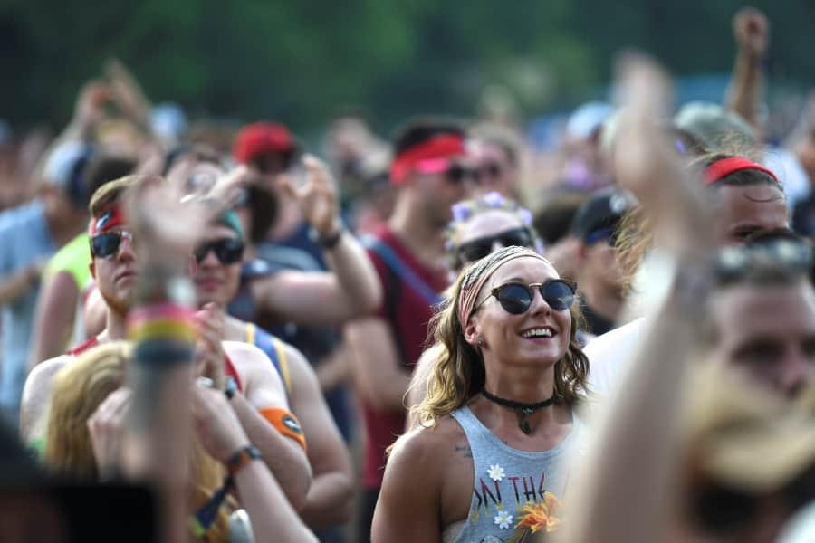 Revelers cheer as Nahko & Medicine for the People perform during the Firefly Music Festival in Dover, Delaware, U.S. June 18, 2017.  REUTERS/Mark Makela