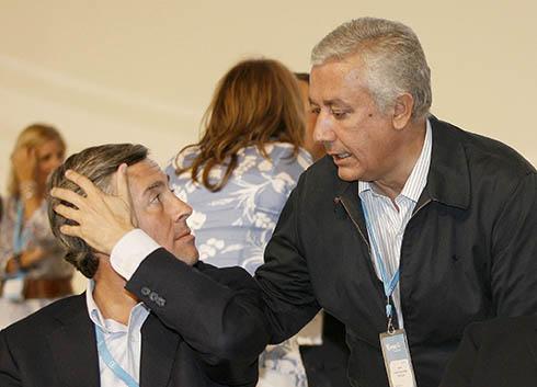 Los exministros Acebes y Arenas. FOTO: Reuters