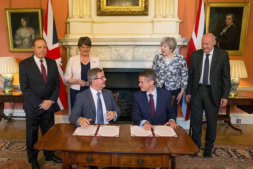 Acuerdo entre el Partido Conservador y el Partido Unionista de Irlanda del Norte. FOTO: Reuters