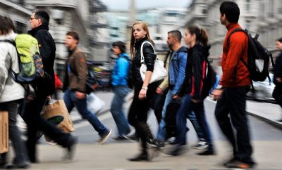 Los jóvenes se dejan el sueldo en la vivienda.