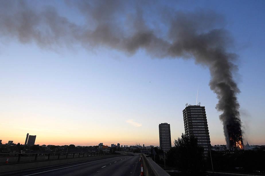 Incendio en la torre residencial Grenfell Tower de 24 plantas, en el oeste de la capital británica