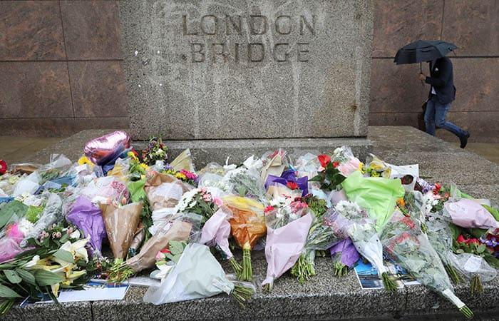 Flores en el lugar del atentado de Londres. FOTO: Reuters
