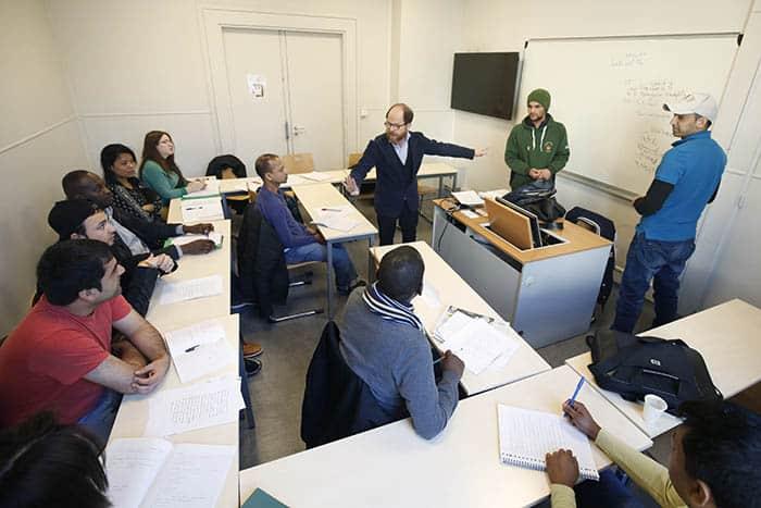 Refugiados afganos en la universidad. FOTO: Reuters