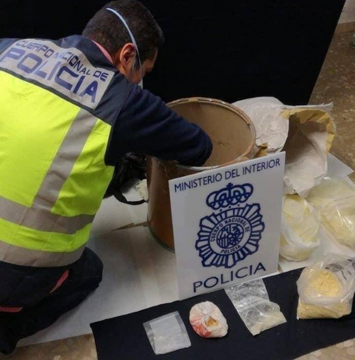 12/04/2017 Policía Nacional se incauta de droga .  Agentes de la Policía Nacional han intervenido 1.358 gramos de 'speed' en una vivienda de Fuengirola (Málaga) y han detenido a uno de los moradores del inmueble, un hombre de 34 años y nacionalidad española, por su presunta responsabilidad en un delito de tráfico de drogas.  SOCIEDAD ANDALUCÍA ESPAÑA EUROPA MÁLAGA EUROPA PRESS/ POLICIA NACIONAL