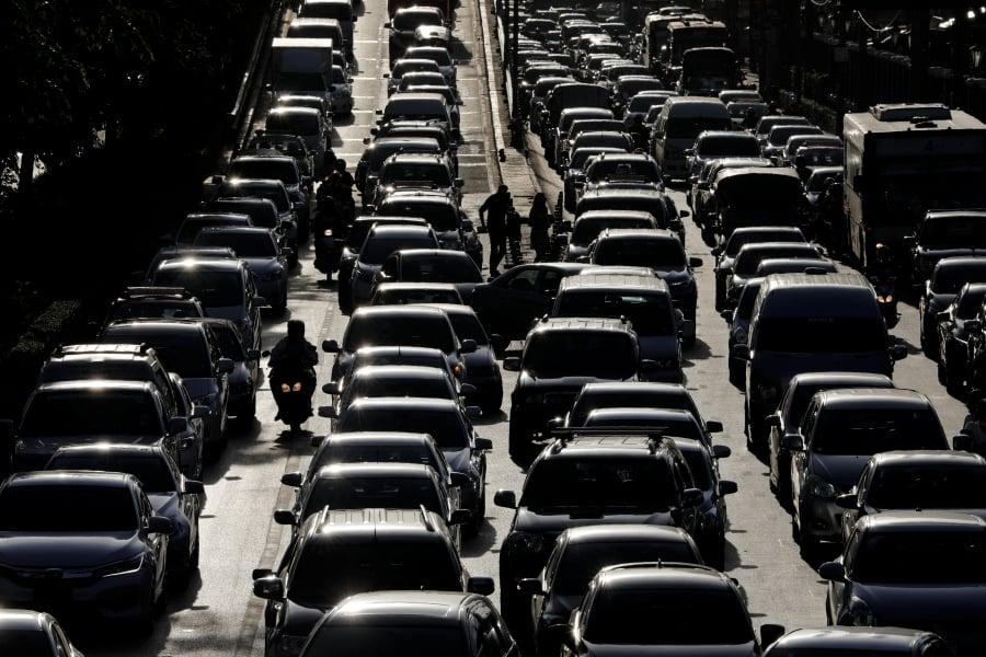 Traffic is seen during rush hour in Bangkok, Thailand, June 16, 2017. REUTERS/Jorge Silva