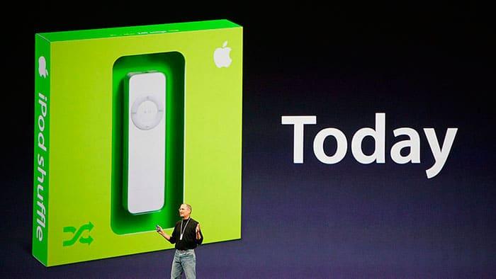 Hace 16 años, Steve Jobs presentaba el iPod y cambiaba la historia de oír musica