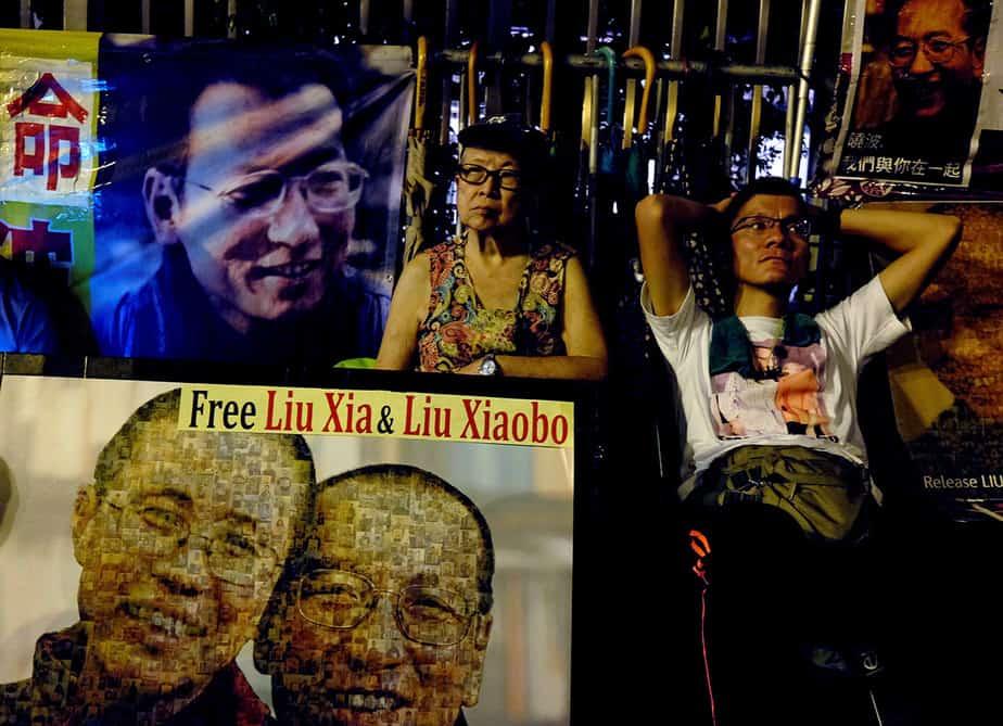 Activistas en favor de la democracia continúan   exigiendo la liberación del premio Nobel Liu Xiaobo, fuera de la oficina de enlace de China en Hong Kong, China el 12 de julio de 2017. REUTERS / Bobby Yip TPX IMÁGENES DEL DÍA