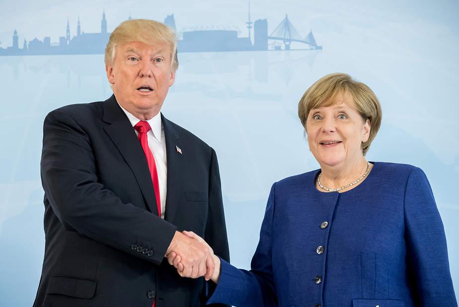 La canciller alemana Angela Merkel se reúne con el presidente estadounidense Donald Trump en la víspera de la cumbre del G-20 en Hamburgo, Alemania, el 6 de julio de 2017. REUTERS / Michael Kappeler / POOL
