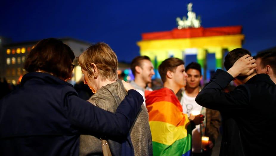 Las parejas homosexuales de Alemania podrán casarse y adoptar niños a partir del 1 de octubre