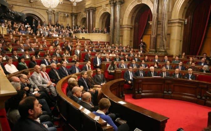 """La reforma del Parlamento de Cataluña incluye la modificación del período de l""""vacaciones"""" parlamentarias"""