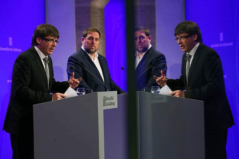 Carles Puigdemont y Oriol Junqueras. FOTO: Reuters
