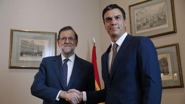 Rajoy y Sánchez pactan convocar elecciones en Cataluña.