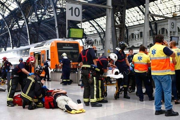 El choque del tren en Barcelona, en el que viajaban 70 personas, dejó un total de 54 heridos