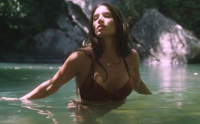 India Martínez estrena el sensual vídeo de 'Aguasanta'