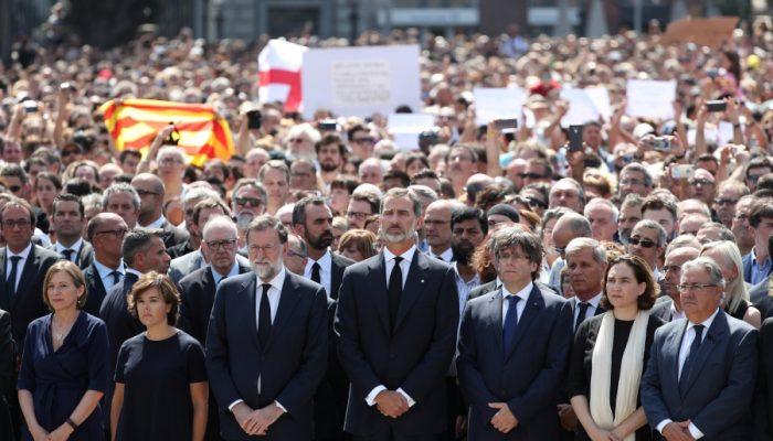 El rey Felipe VI y el presidente Mariano Rajoy han presidido el acto de homenaje, que ha culminado con una ovación.