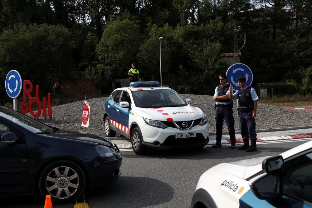 Los Mossos d'Esquadra han desplegado esta madrugada un gran despliegue policial en Ripoll (Girona) y Manlleu (Barcelona) en busca de Younes Abouyaaqoub