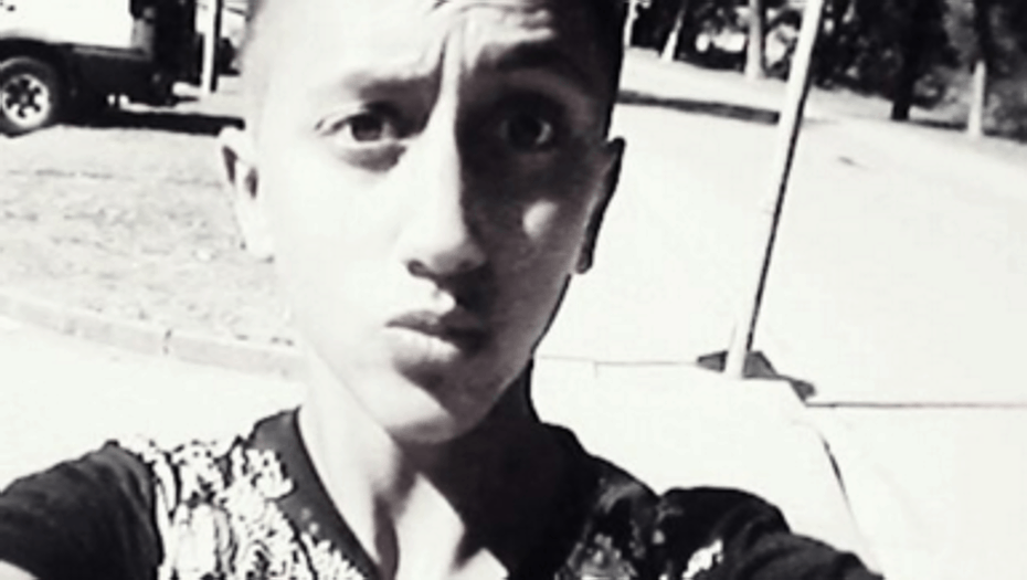 Sería el hermano pequeño de Driss Oukabir, el hombre que se presentó ayer en la comisaría de Ripoll , y que permanece detenido en Ripoll, ciudad en que reside, tras ver su imagen en los sitios web de todo el mundo como presunto autor del atentado.