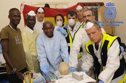 Se trata de expertos en identificación de cadáveres que han viajado a Sierra Leona