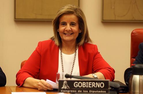 Fátima Báñez, ministra de Empleo, anuncia la prórroga de la ayuda de 400 euros.