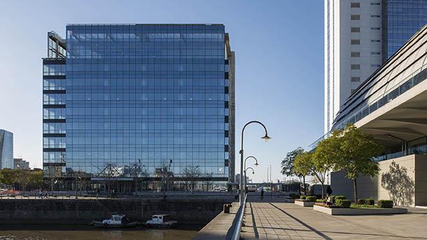 Edificio en el que Indra tiene su sede en Buenos Aires.