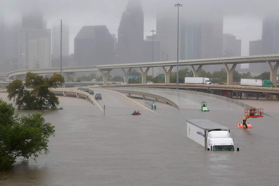 La autopista Interestatal 45 está sumergida de los efectos del huracán Harvey visto durante las inundaciones generalizadas en Houston, Texas, EE.UU.