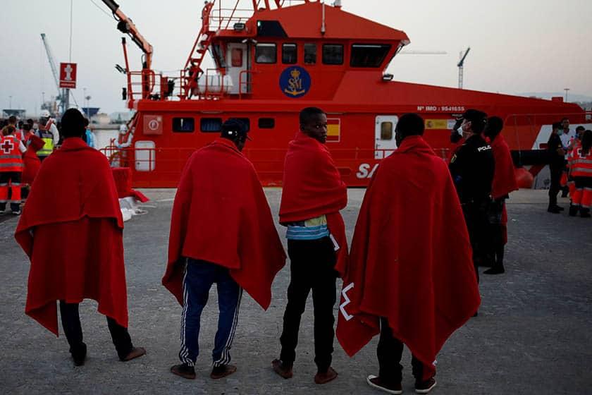 Inmigrantes rescatados tras viajar en patera.