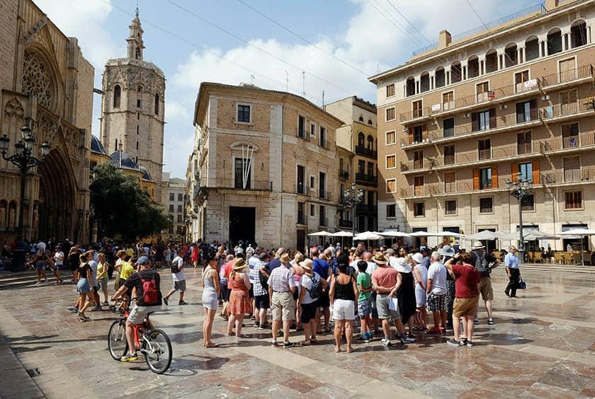 Turistas en las calles de Valencia.