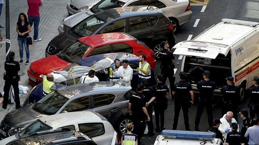 Descuartizamiento El acusado ha acuchillado al agente y el compañero del policía lo ha abatido a tiros en la calle Sueca.