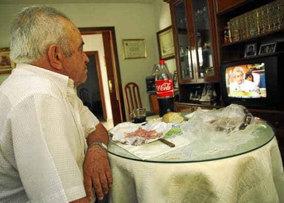Hogares Los hogares con una persona mayor sola son más escasos y menos vulnerables en España que en la UE