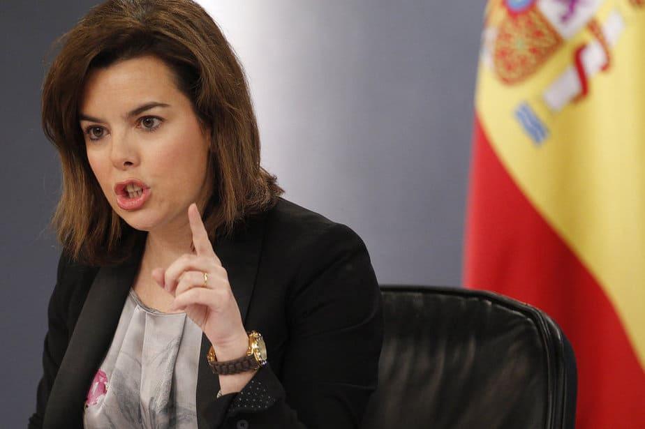 Paro La vicepresidenta Sáenz de Santamaría ha insistido en que la contratación indefinida se ha incrementado un 12'5% en el último año