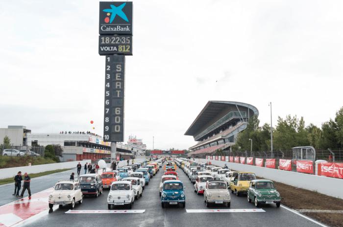 SEAT 600 El SEAT 600 consigue un récord mundial con la mayor congregación del icónico modelo español por el trazado del Circuit de Barcelona-Catalunya, en Montmeló