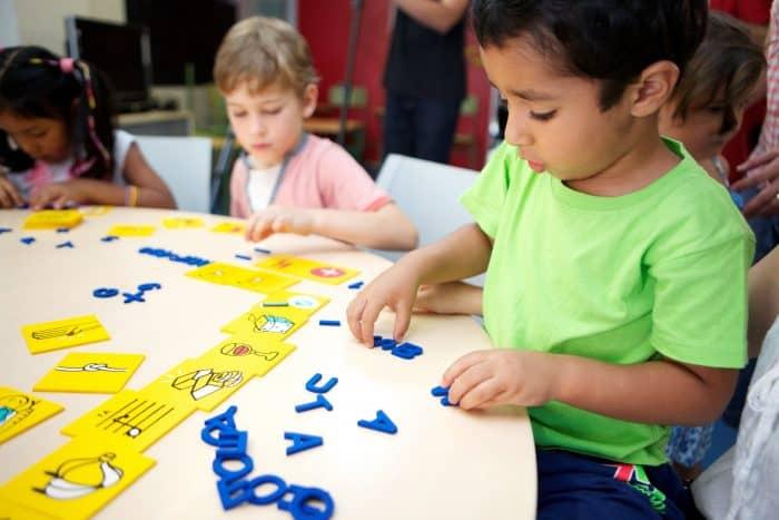 Exclusión La Obra Social la Caixa facilita la vuelta al colegio a cerca de 38.000 niños y niñas en riesgo de exclusión social