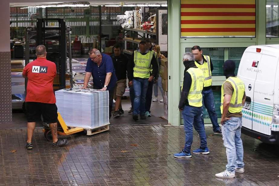 Referéndum El Gobierno de España ha decidido sacar la artillería para parar el 1-O, pero tiene que tener mucho cuidado para no pasarse de frenada