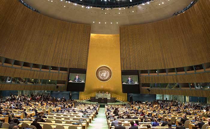 Asamblea General de la ONU, tratando de evitar la guerra.