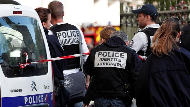 Agentes de policía en París