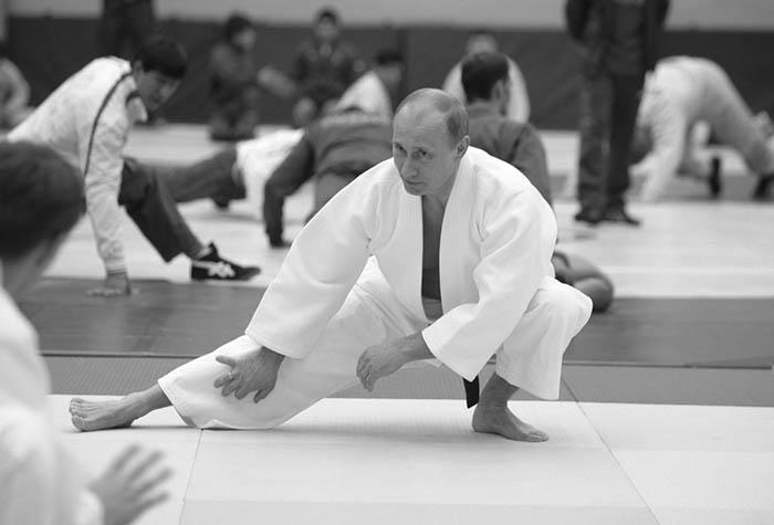 El presidente ruso, Vladímir Putin, practicando Karate.