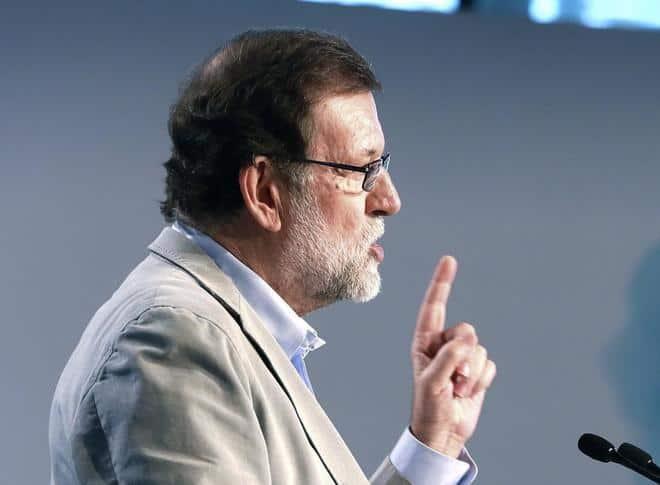 Rajoy advierte de las consecuencias de desobedecer al Constitucional.