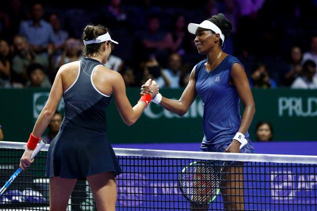 Venus Williams le ganó 7-5 y 6-4 a Muguruza y la eliminó de Singapur. Reuters