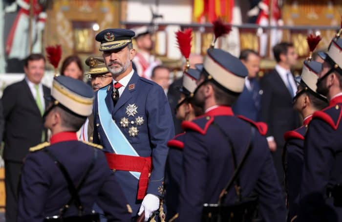 Desfile Los Reyes presiden un desfile del 12-O marcado por el desafío independentista