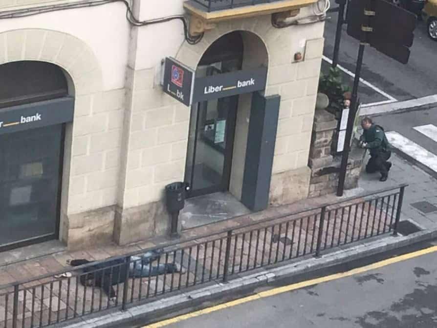 Atraco. Un guardia civil herido tras un tiroteo en un atraco con rehenes