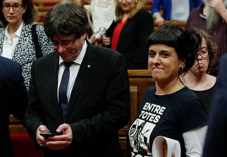 Anna Gabriel, portavoz de la CUP, con Carles Puigdemont.