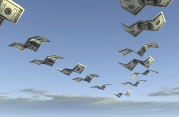 dolares-volando-cataluña