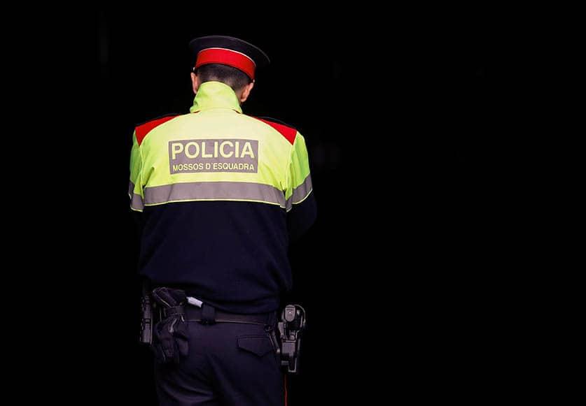La Guardia Civil entra en comisarías de los Mossos d'Esquadra.