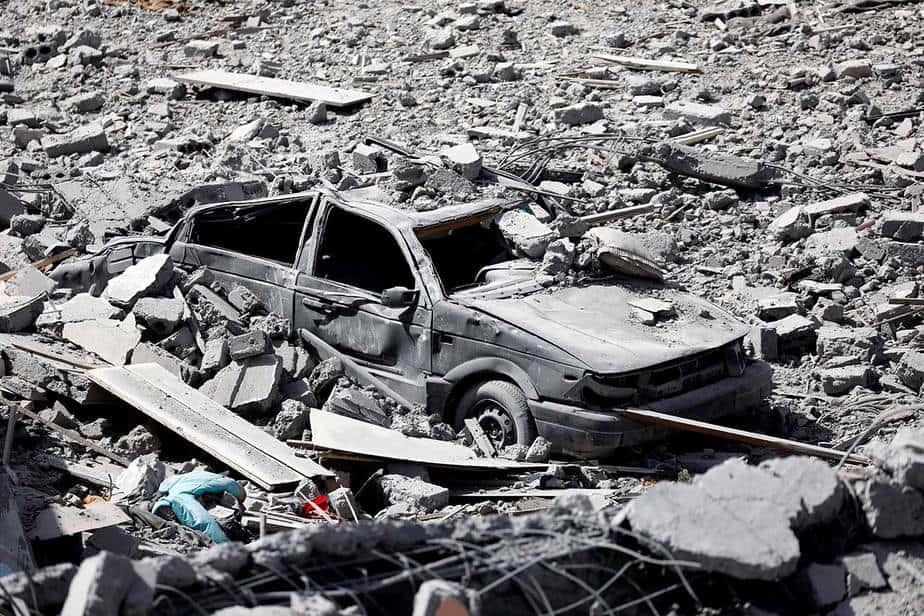 Un vehículo destruido por un ataque aéreo de la coalición en Raqqa el 7 de octubre. (Reuters / Erik De Castro)