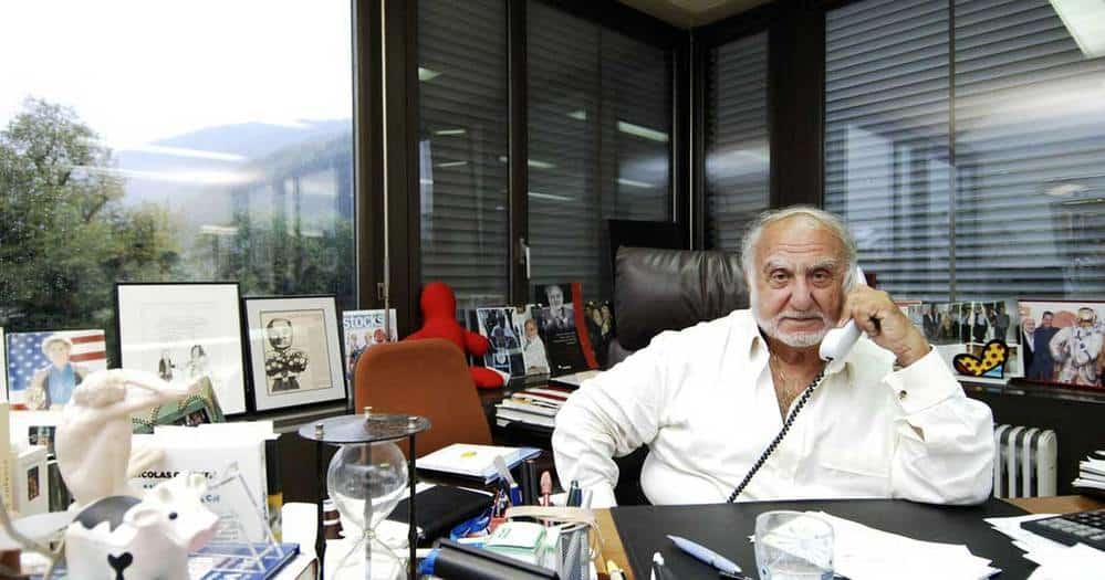 Nicolas Hayek en su despacho