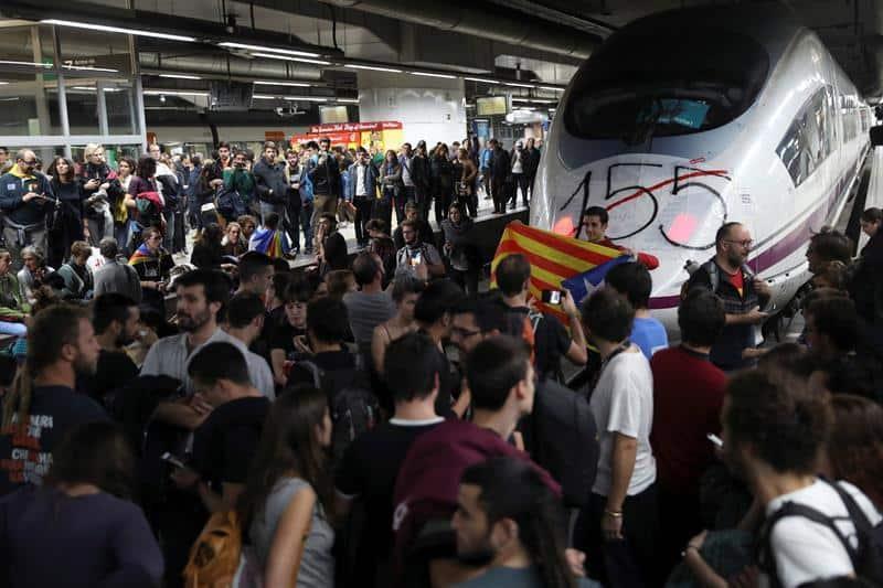 Ibex cierra una semana desastrosa lastrado por la situación en Cataluña
