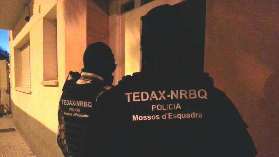Operación antiyihadista. Los Mossos buscan explosivos en una operación antiyihadista en Barcelona
