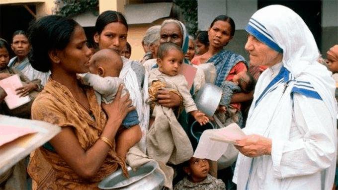 Teresa de Calcuta trabajo por los niños sin hogar
