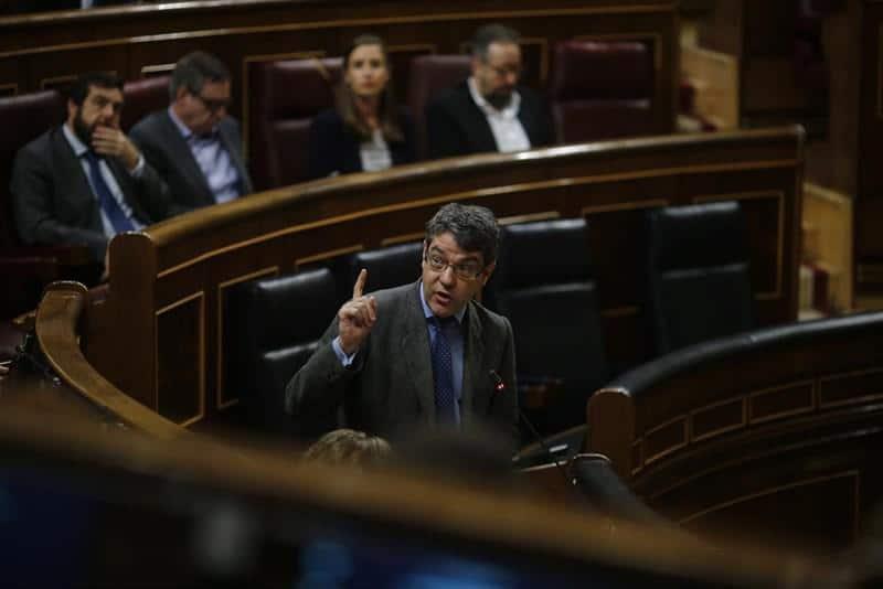 """El ministro Álvaro Nadal carga contra la """"demagogia"""" y """"aprovechamiento"""" para hacer política """"no decente"""" por parte de Unidos Podemos"""